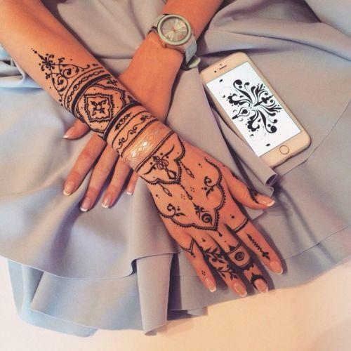 Модные рисунки на руках хной